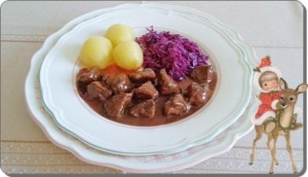 Hirschgulasch mit Rotkohl und Kartoffelklößen - Rezept - Bild Nr. 22
