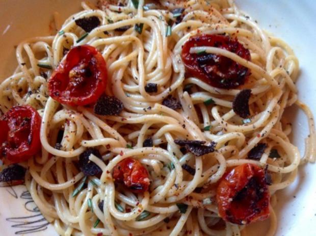 Spaghetti mit Trüffel, halbgetrockneten Kirschtomaten und Orangen-Sahnesoße - Rezept - Bild Nr. 4