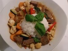 würzig-scharfe Thaipfanne mit Basilikum und Reis - Rezept