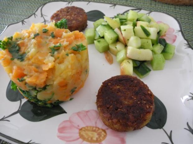 Karotten-Kartoffelstampf mit Petersilie / Grünkernbratlinge / Gurken-Apfel-Salat - Rezept - Bild Nr. 2