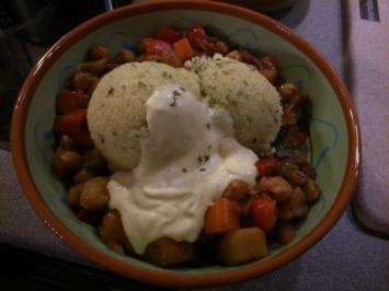 Rezept: Couscous mit Kichererbsengemüse und Safransahne