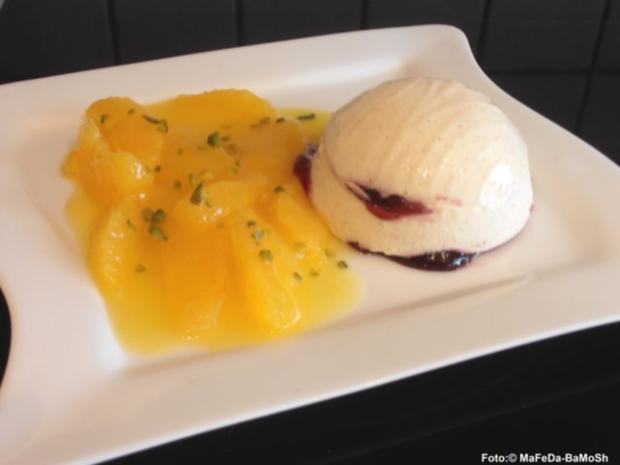 Lebkuchenmousse mit Brombeeren - Rezept
