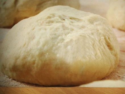 Pizzateig aus Neapel - genial auf dem Pizzastein - Rezept