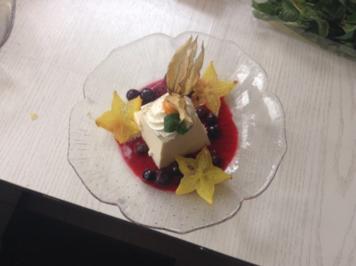 Panna Cotta mit lauwarmen Beeren - Rezept