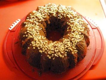 Rezept: Kirsch - Gugelhupf mit Marzipan