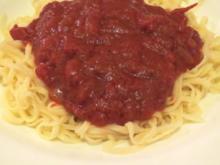 Kochen: Selbstgemachte Tagliatelle mit Tomatensauce - Rezept