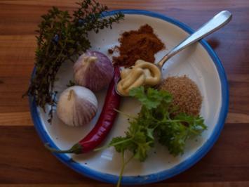 Hähnchenschenkel mariniert mit Sesam-Kartoffeln und Salat - Rezept
