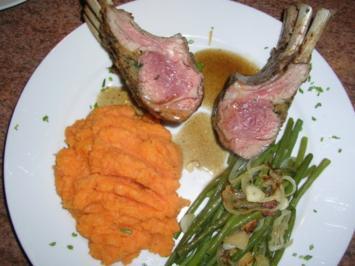 Lammkarree - überkrustet - mit Keniabohnen und Süßkartoffelpüree - Rezept
