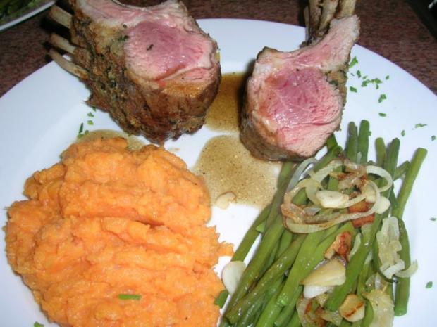 Lammkarree - überkrustet - mit Keniabohnen und Süßkartoffelpüree - Rezept - Bild Nr. 3