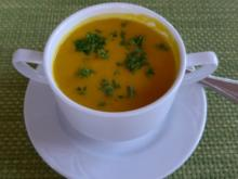 Suppen & Eintöpfe :  Einfache Karotten - Suppe mit Petersilie - Rezept