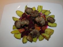 Rote Bete-Orangensalat mit Kartoffelecken und orientalischen Hackbällchen - Rezept