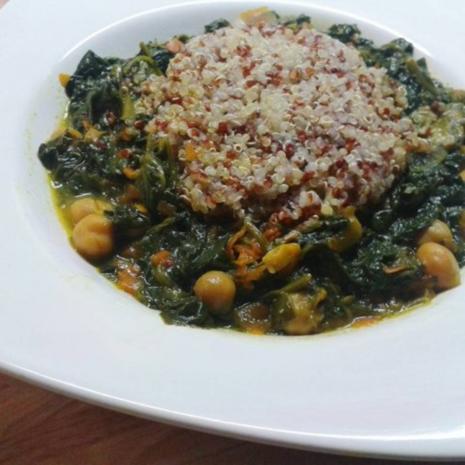 Buntes Quinoa mit Spinat-Kichererbsen-Topf - Rezept