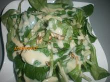 Feldsalat mit Walnüssen und Honig-Senf-Dressing - Rezept
