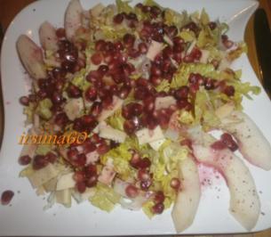 Salatherz mit Granatapfelkernen, Birne und Käse - Rezept