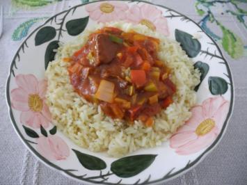 Rezept: Gemüsegulasch mit Sojavleisch an Gemüsereis