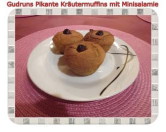 Rezept: Muffins: Pikante Kräutermuffins mit Minisalamie