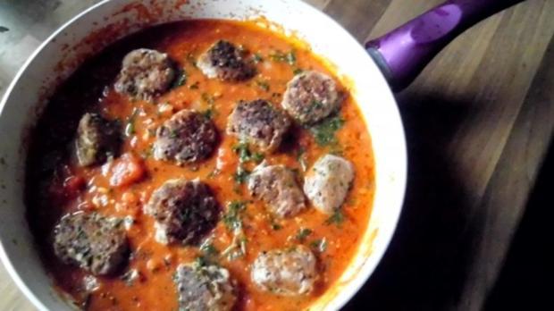 hackbällchen in feuriger tomatensosse - Rezept