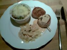 Schweinefiletmedaillons mit Bacon an Grünerpfeffer-Rahmsosse und Rosenkohl überbacken - Rezept