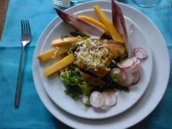 Hähnchenbrust auf Feldsalat mit Mangostreifen und Sprossen - Rezept