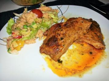 Rezept: Knackiges Tabouleh mit pikanten Schweinenackensteaks in Tikka Sauce