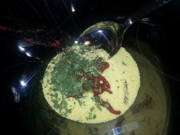 Knackiges Tabouleh mit pikanten Schweinenackensteaks in Tikka Sauce - Rezept - Bild Nr. 3