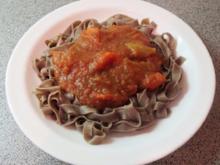 Kochen: Auberginen-Tomaten-Sauce mit Paprika zu Oliven-Nudeln - Rezept