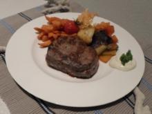 Rinderfiletsteak mit Süßkartoffelpommes und Pfannengemüse - Rezept