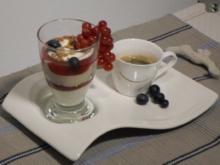 Espresso-Schichtspeise mit Johannisbeergelee - Rezept