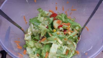 Insalata Mista mit Pestodressing - Rezept