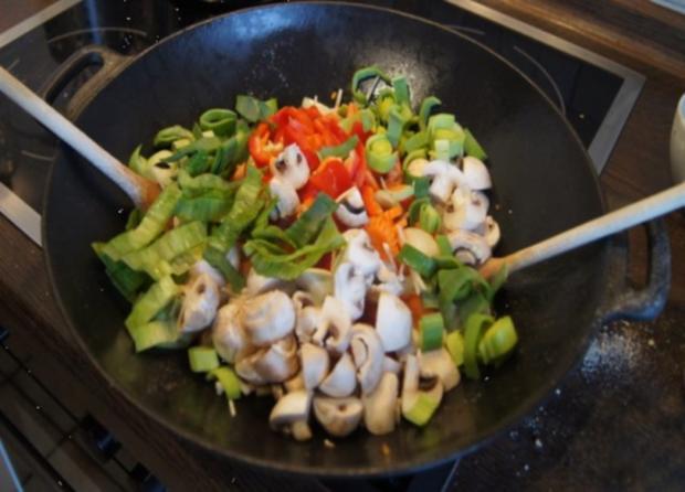 Chicken Nuggets mit Wokgemüse süß-sauer und Reis - Rezept - Bild Nr. 15