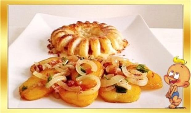 Chili Wiener im Cheddar Käse-Blätterteig-Mantel  aus dem Backofen und Bratkartoffeln dazu - Rezept