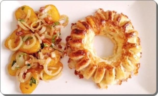 Chili Wiener im Cheddar Käse-Blätterteig-Mantel  aus dem Backofen und Bratkartoffeln dazu - Rezept - Bild Nr. 2