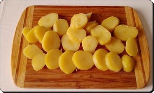Chili Wiener im Cheddar Käse-Blätterteig-Mantel  aus dem Backofen und Bratkartoffeln dazu - Rezept - Bild Nr. 26