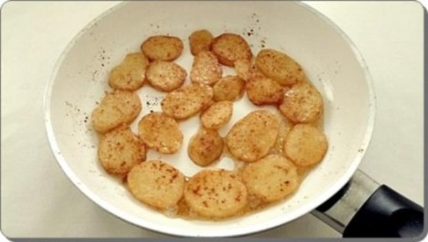 Chili Wiener im Cheddar Käse-Blätterteig-Mantel  aus dem Backofen und Bratkartoffeln dazu - Rezept - Bild Nr. 29