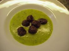 Zucchini-Kartoffel-Suppe mit Hackfleischbällchen - Rezept
