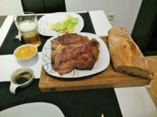 Porterhousesteak mit Gewürzbutter und Salat - Rezept