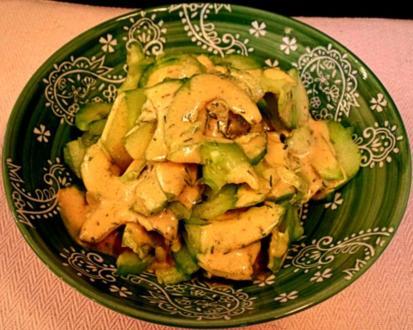 Gurkensalat mit Curry-Senf-Dressing - Rezept