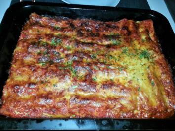 Cannelloni mit cremiger Hackfleischfüllung überbacken mit Tomatensugo - Rezept