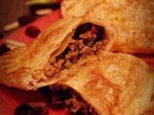 Empanadas: Blätterteig mit Hackfleisch-Rosinen-Oliven-Füllung; Fingerfood oder Snack - Rezept