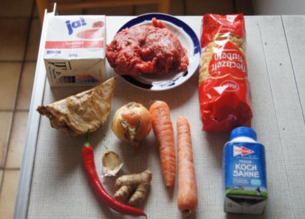 Nudeln mit Sauce und Salat - Rezept - Bild Nr. 2