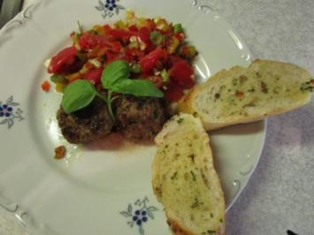 Paprika-Hackbällchen mit Tomaten-Paprika-Salsa - Rezept