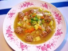 Kohlsuppe mit viel Kümmel und Lamm-Klößchen ... - Rezept