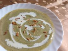 Broccoli-Käsesuppe mit Kokosmilch - Rezept