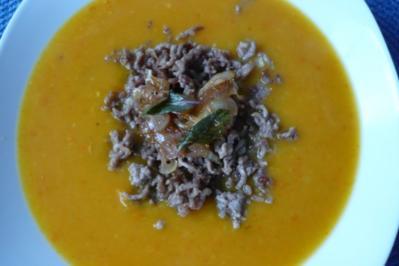 Kürbis - Orangensuppe mit Zwiebel - Topping - Rezept