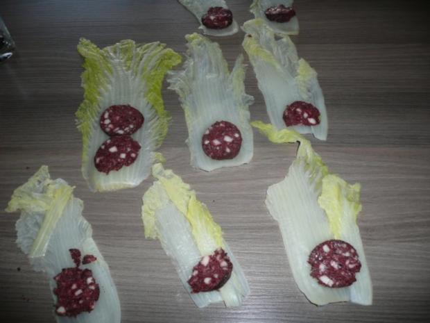 Gefüllte Chinakohlröllchen an Zucchini - Puffer. - Rezept - Bild Nr. 2