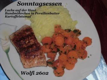 Rezept: Fisch : Lachs auf der Haut, Bundmöhrchen mit Petersilienbutter, Kartoffelstampf