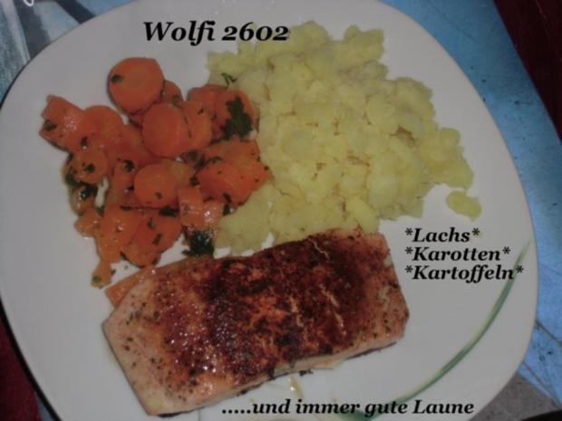 Fisch : Lachs auf der Haut, Bundmöhrchen mit Petersilienbutter, Kartoffelstampf - Rezept - Bild Nr. 2