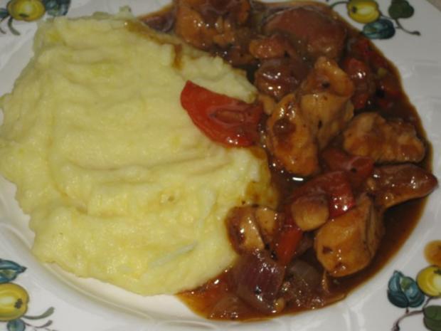 Putengulasch mit Paprika und Zwiebeln - Rezept