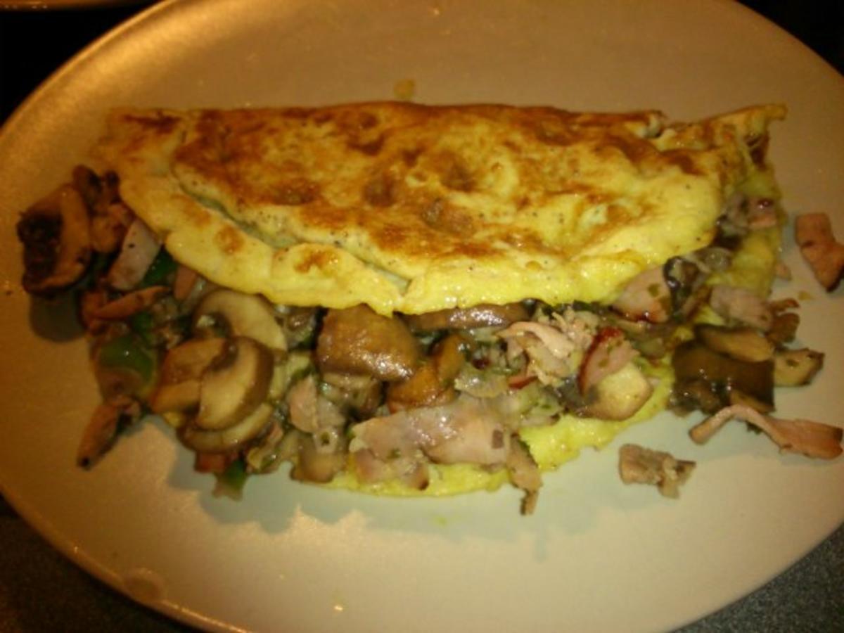 omelett gef llt mit champignons und schinken rezept. Black Bedroom Furniture Sets. Home Design Ideas