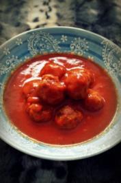 Indisch: Hackfleischbällchen in Tomaten-Kokos-Soße - Rezept